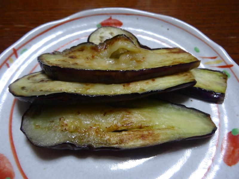 銀鱈の西京漬け、鶏団子の具沢山味噌汁、目玉焼き、豚バラ肉のスタミナ焼です。_c0225997_5372618.jpg