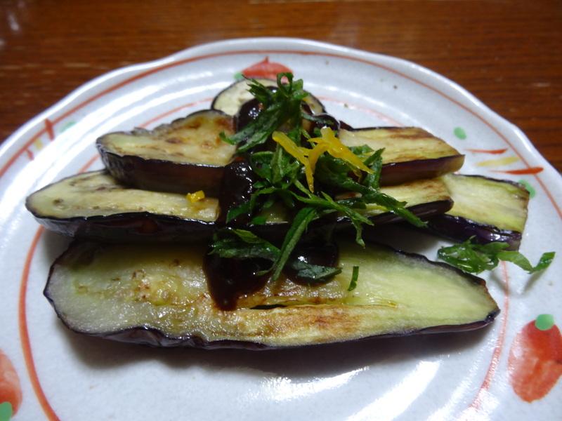 銀鱈の西京漬け、鶏団子の具沢山味噌汁、目玉焼き、豚バラ肉のスタミナ焼です。_c0225997_5383289.jpg