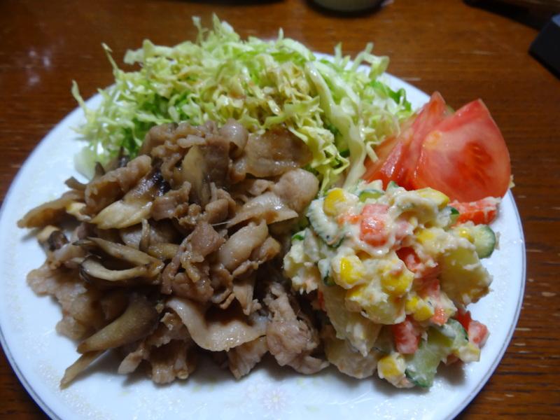 銀鱈の西京漬け、鶏団子の具沢山味噌汁、目玉焼き、豚バラ肉のスタミナ焼です。_c0225997_5394722.jpg
