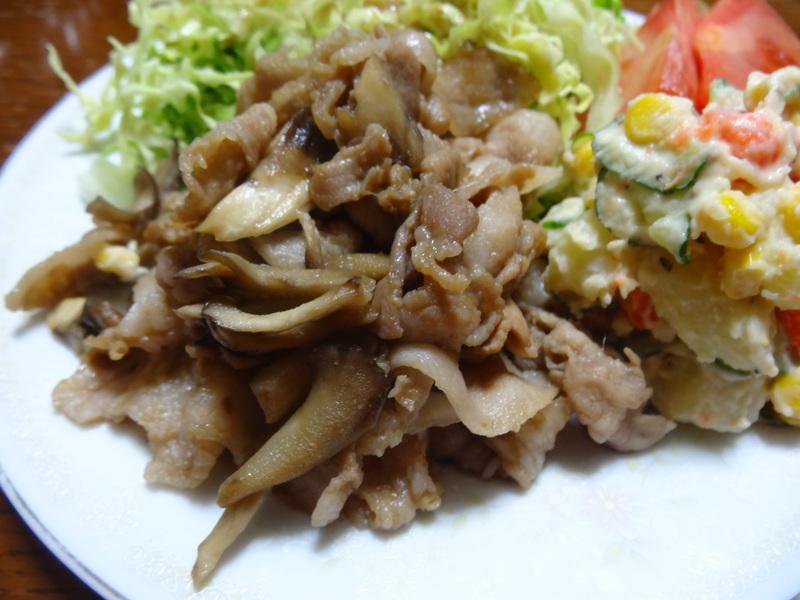 銀鱈の西京漬け、鶏団子の具沢山味噌汁、目玉焼き、豚バラ肉のスタミナ焼です。_c0225997_541960.jpg