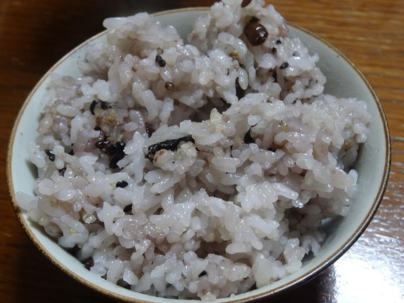 銀鱈の西京漬け、鶏団子の具沢山味噌汁、目玉焼き、豚バラ肉のスタミナ焼です。_c0225997_5475359.jpg