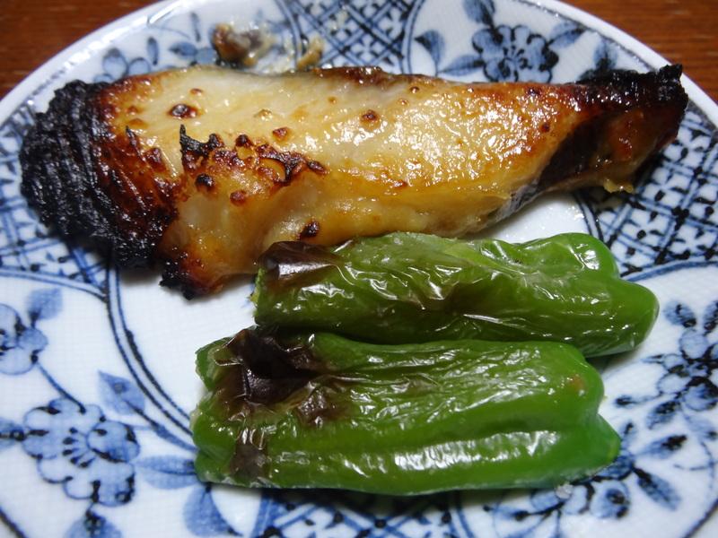 銀鱈の西京漬け、鶏団子の具沢山味噌汁、目玉焼き、豚バラ肉のスタミナ焼です。_c0225997_575278.jpg