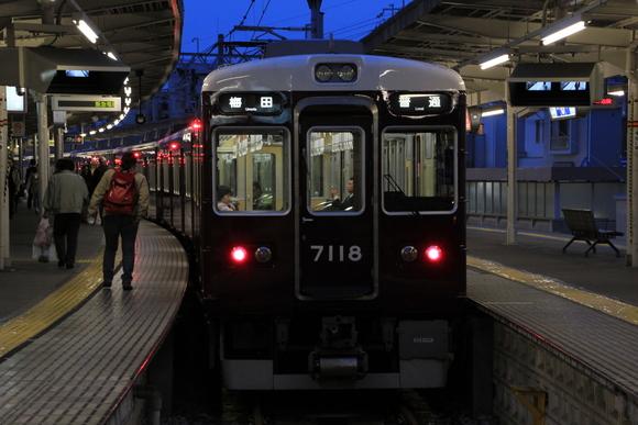 阪急7018F 箕面線_d0202264_7295745.jpg