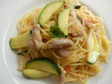 4/24本日パスタ:鶏もも肉とズッキーニ・ドライトマトのスパゲティ_a0116684_11503420.jpg