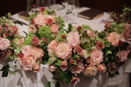 春の装花 メゾン ポール・ボキューズ様へ サーモンピンクと緑の花で_a0042928_21122653.jpg