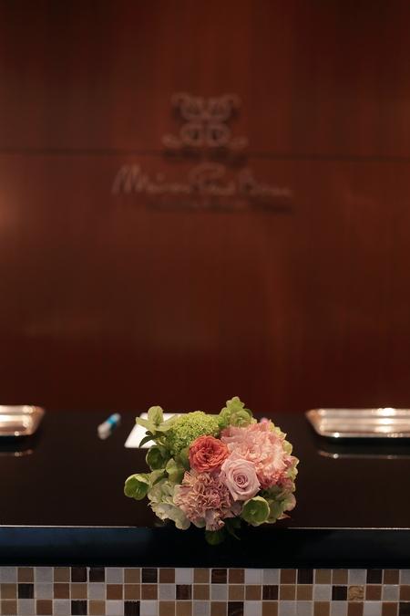 春の装花 メゾン ポール・ボキューズ様へ サーモンピンクと緑の花で_a0042928_2155996.jpg