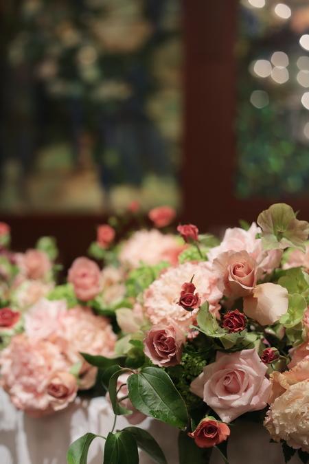 春の装花 メゾン ポール・ボキューズ様へ サーモンピンクと緑の花で_a0042928_2172397.jpg