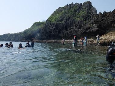真栄田岬の王道コースといえば・・・。_b0124144_16294787.jpg