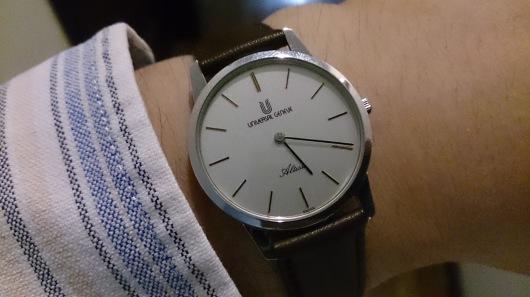 普段使いのアンティークウォッチ風の腕時計 『ユニバーサルジュネーブ』アルテッセ_c0364960_06482861.jpg