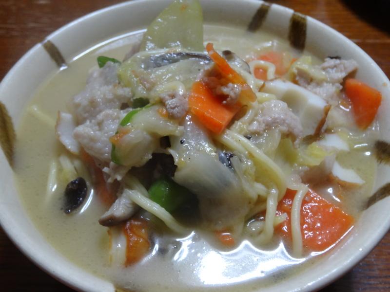 チャンポン麺、厚揚げ、鮭の西京味噌漬け、お握り、おはぎ、煮込みハンバーグ風肉団子です。_c0225997_16501674.jpg