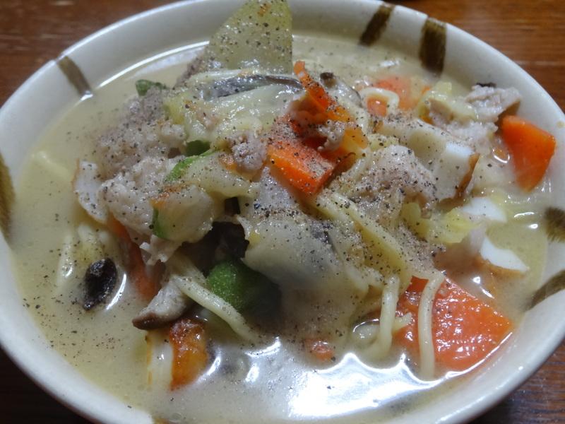 チャンポン麺、厚揚げ、鮭の西京味噌漬け、お握り、おはぎ、煮込みハンバーグ風肉団子です。_c0225997_1654331.jpg