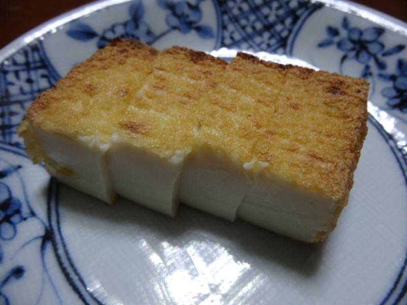 チャンポン麺、厚揚げ、鮭の西京味噌漬け、お握り、おはぎ、煮込みハンバーグ風肉団子です。_c0225997_16561317.jpg