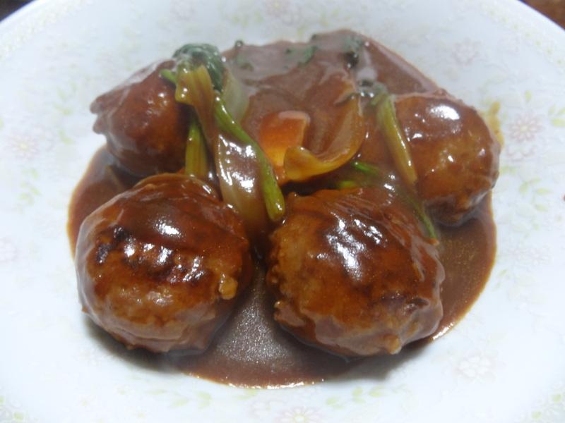 チャンポン麺、厚揚げ、鮭の西京味噌漬け、お握り、おはぎ、煮込みハンバーグ風肉団子です。_c0225997_18211783.jpg