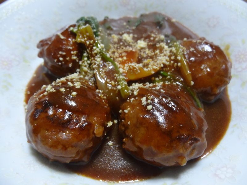 チャンポン麺、厚揚げ、鮭の西京味噌漬け、お握り、おはぎ、煮込みハンバーグ風肉団子です。_c0225997_18242762.jpg