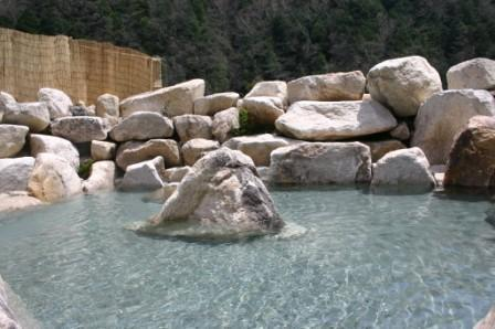 湯原の湯 外トイレ水開通しました_f0219043_14382399.jpg