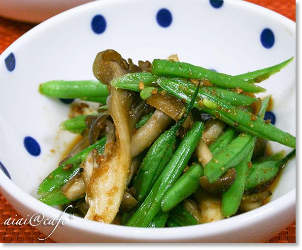 キノコとインゲン豆の簡単ごま和え&お知らせ_a0056451_195785.jpg