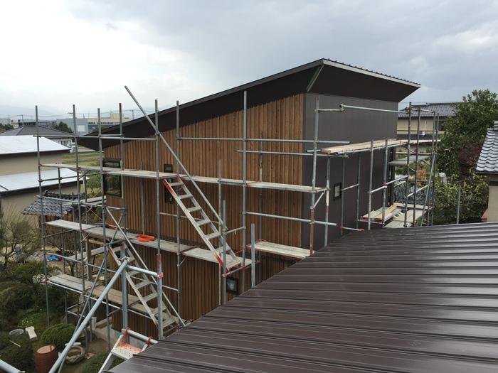 外壁の杉板と日本庭園_e0189939_1814845.jpg