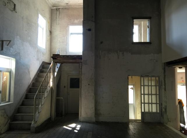 建物をそのまま利用する_f0115152_14285412.jpg