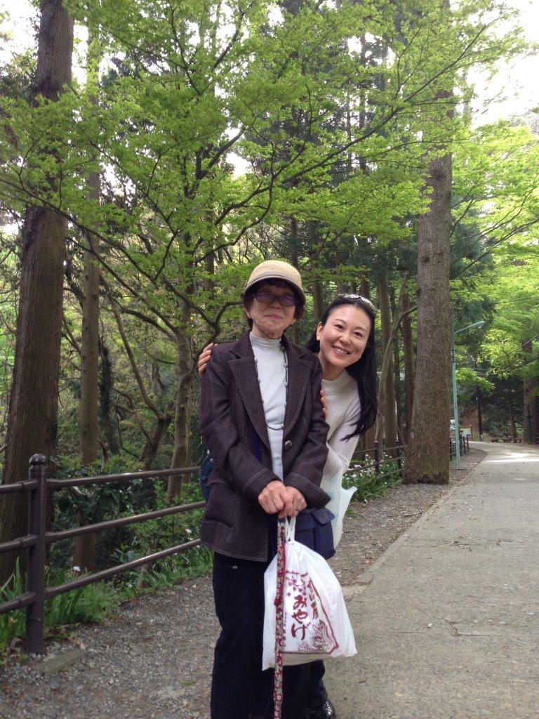 秋川温泉&高尾山 もうすぐ88歳の八重子さんと_f0019063_11571596.jpg