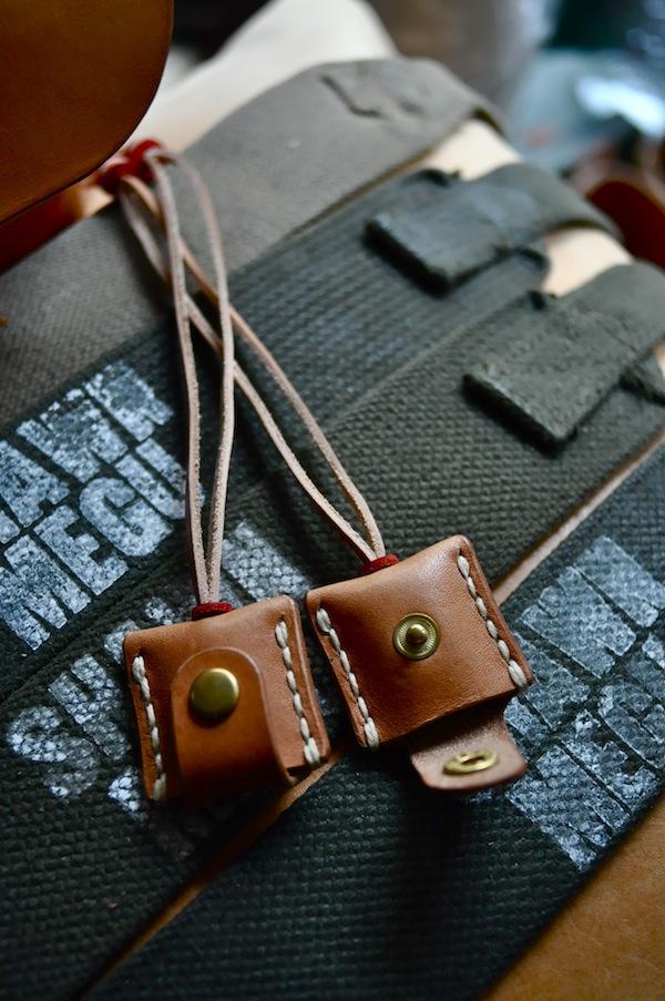 leather locket_b0172633_18531729.jpg