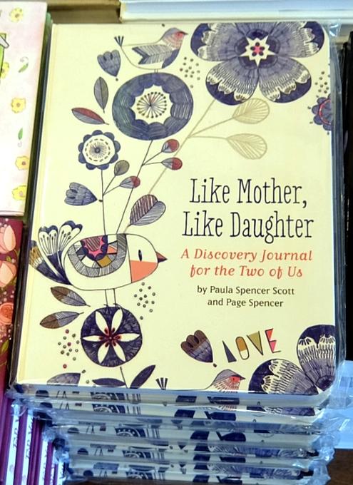 ニューヨークの本屋さんで見かけた「母の日」関連本コーナー_b0007805_6412917.jpg