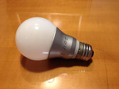 アトリエのLED電球が初めて切れた?_b0194208_144763.jpg