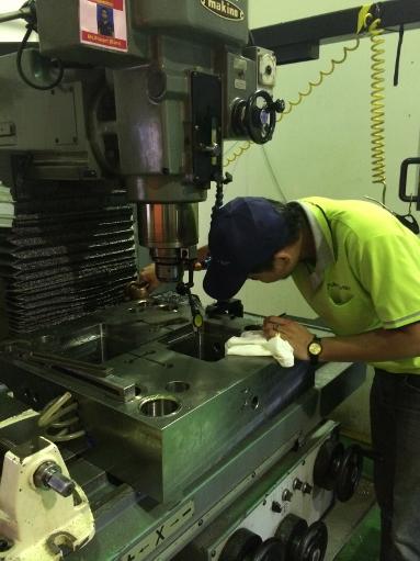 タイニッタM&T金型工場も2部制へ。そして野菜の初収穫_b0100062_2211642.jpg