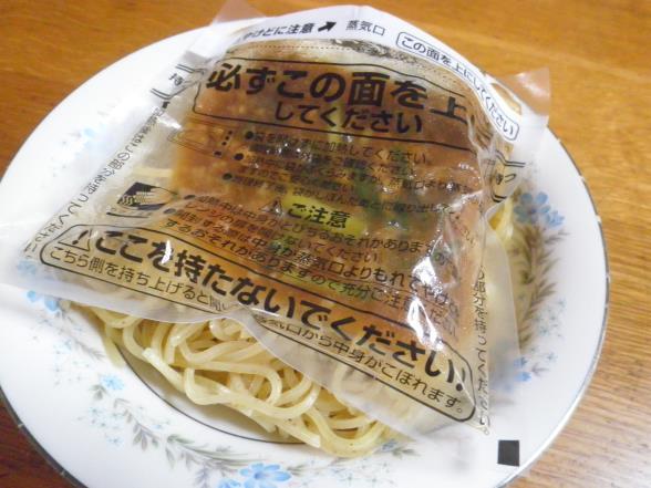 台湾まぜそばとかやくご飯おむすび_c0118393_1453386.jpg