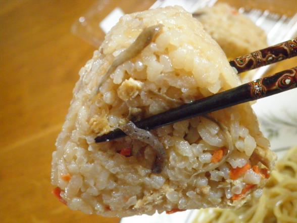 台湾まぜそばとかやくご飯おむすび_c0118393_151463.jpg
