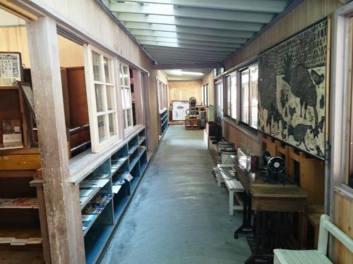 廃校を利用した気持ちの良いパン屋さん_e0167593_229972.jpg