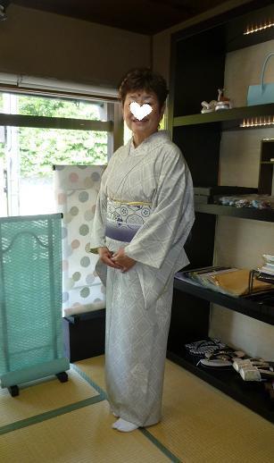涼しげな羽織・本塩沢の着姿・猫の扇子素敵な方のもとへ_f0181251_17374250.jpg
