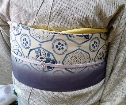 涼しげな羽織・本塩沢の着姿・猫の扇子素敵な方のもとへ_f0181251_17393740.jpg