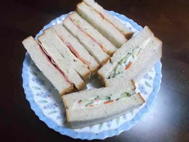 角食でサンドイッチ_f0019498_8122333.jpg