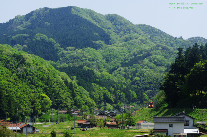 新緑の山里をゆく_d0309612_2232054.jpg