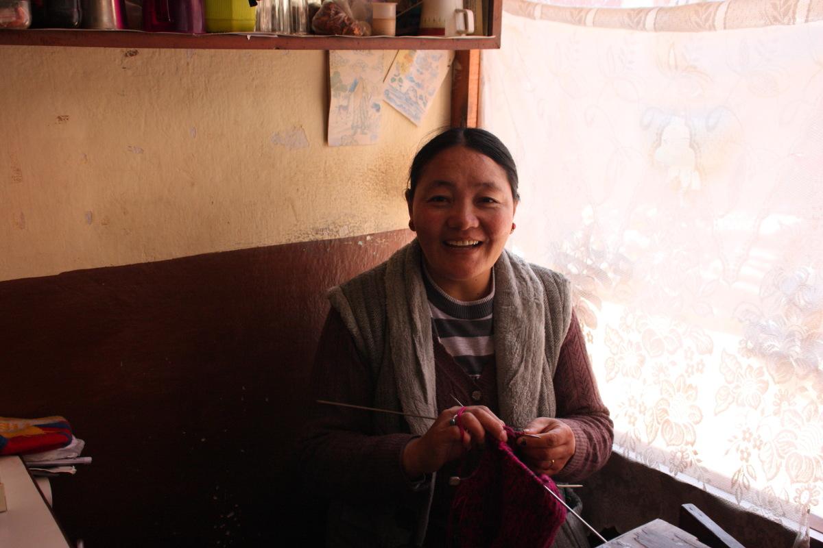 カトマンズ  ボダナート、食堂の女将はチベットから徒歩でやってきた_b0061717_2384197.jpg