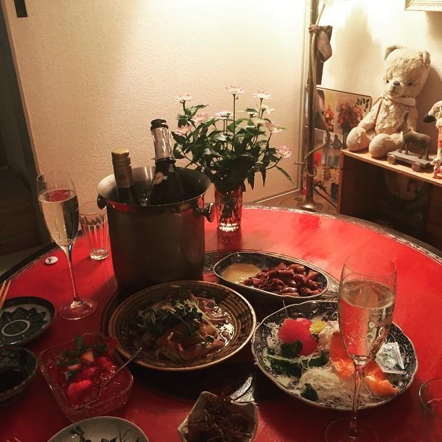時計草と店内の様子と焼肉とおうちゴハンとおうち居酒屋_a0251762_18522949.jpg