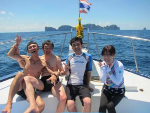 今日はみんなでピピ島ダイビング!!_f0144385_23104623.jpg