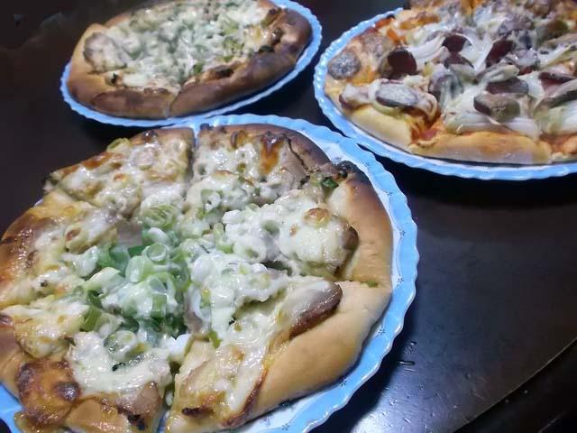 夕食は照り焼きチキンピザ_f0019498_1881968.jpg