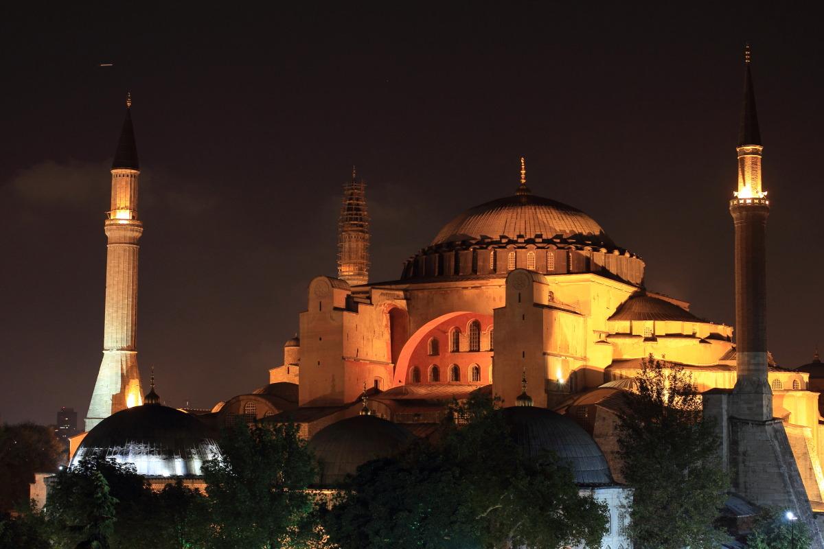 イスタンブール  夜更けのアヤ・ソフィア_b0061717_07740.jpg