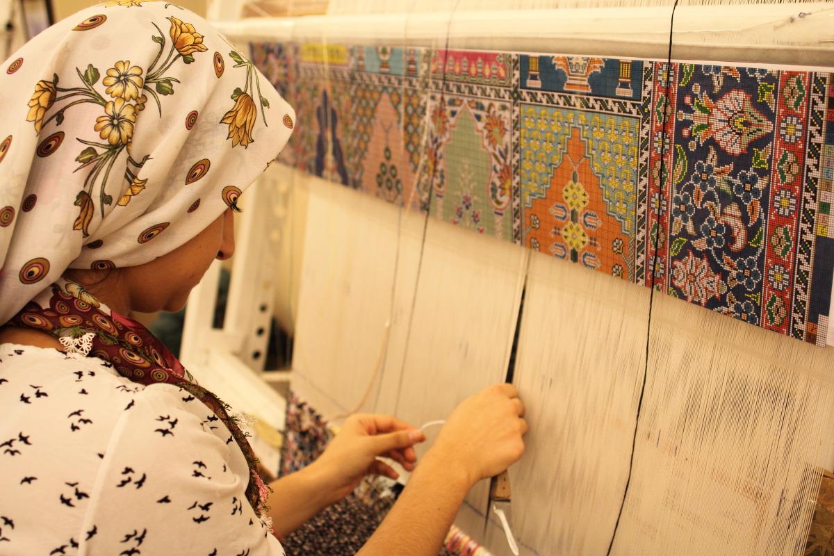 カッパドキア  絨毯織りの女_b0061717_12323758.jpg