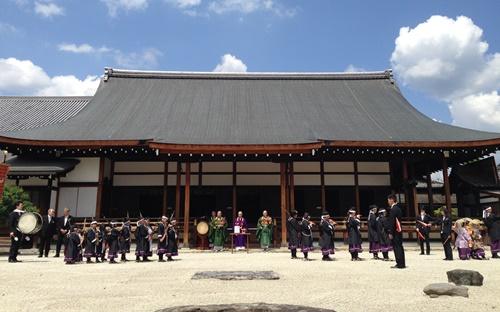 熊野神社の神幸祭で「勤王隊」に参加!_b0067283_185539.jpg