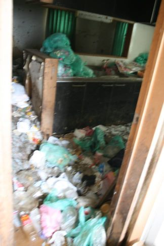 ゴミ屋敷20日がタイムリミットです_f0242002_8332612.jpg