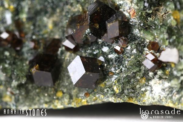 アンドラダイトガーネット、クリノクロア、ダイオプサイド原石(パキスタン産)_d0303974_16203452.jpg