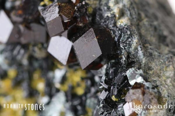 アンドラダイトガーネット、クリノクロア、ダイオプサイド原石(パキスタン産)_d0303974_1665069.jpg