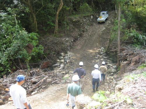 代々持続する自伐林家の森は、なぜ集中豪雨でも崩れないか_e0002820_17063041.jpg