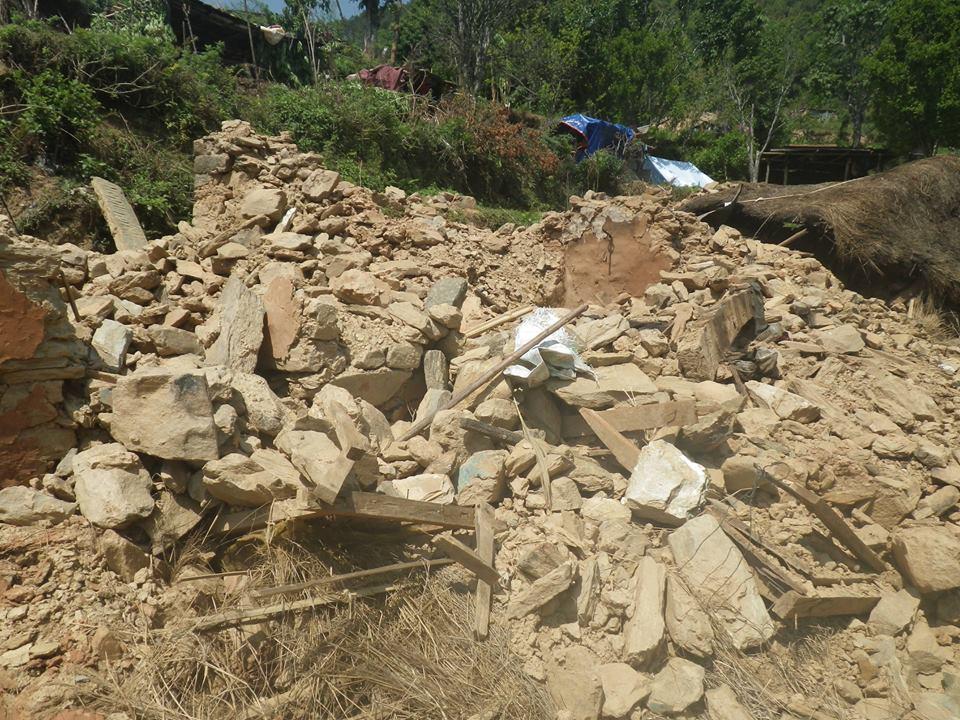 震源地に近い、ゴルカから送られてきた写真です_e0155231_18505476.jpg