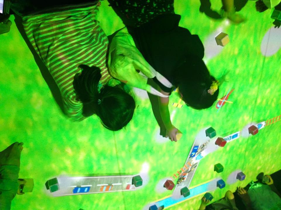 @チームラボ 踊る!アート展と、学ぶ!未来の遊園地_b0195783_13541925.jpg
