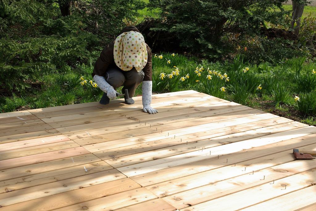 小屋作り・一生分のクギを打つ編_a0107184_2405120.jpg