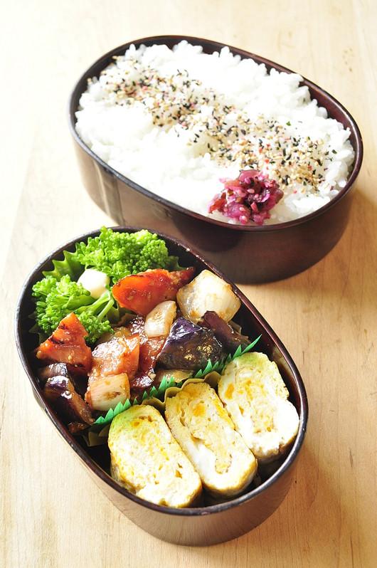 ナスとベーコンの味噌炒め弁当_b0171098_1463879.jpg