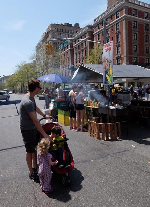 今年もニューヨークに、ストリート・フェアの季節がやってきました(5月開催情報付)_b0007805_5175427.jpg